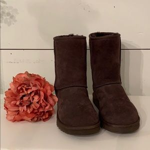 EUC UGG Classic Short Boot- Chocolate Brown Size 7